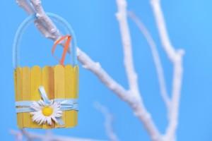 Великденска кошничка част от декорите на фотостудио Варна
