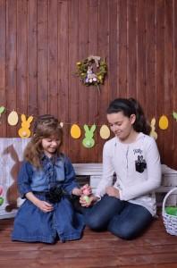Великденски декор с оцветени яйца
